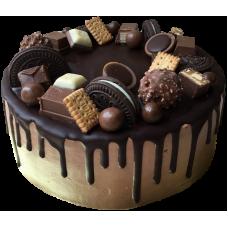 Торт, украшенный конфетами и Орео