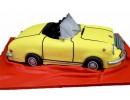 Торт в виде жёлтой машины