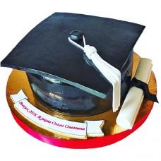 Торт в виде академической шапки на выпускной