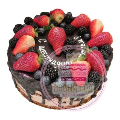 Торт «Ягодный микс» с шоколадными подтеками