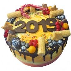Торт с ягодами на Новый Год 2019