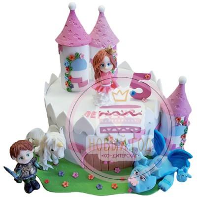 Торт в виде замка с принцессой и принцем