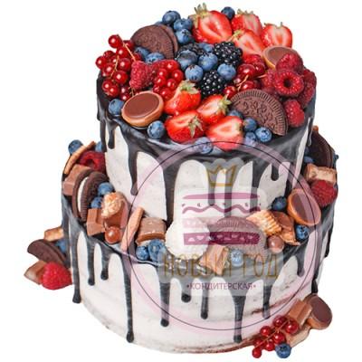 Двухъярусный торт с Орео и свежими ягодами