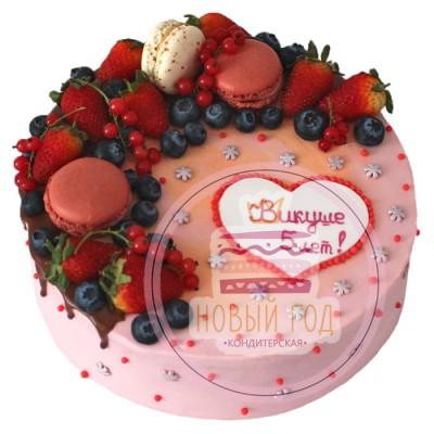 Торт с макаронами и ягодами
