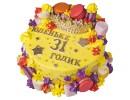 Желтый торт с короной и макарунами