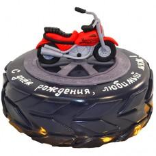 Торт в виде колеса с мотоциклом