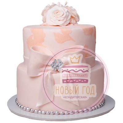 Розовый торт с бантом