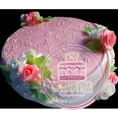 Розовый торт с узорами и цветами