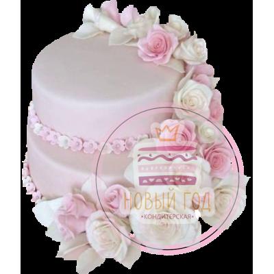 Двухъярусный торт с венком роз