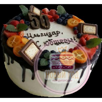 Торт на 50 лет с ягодами для мужчины