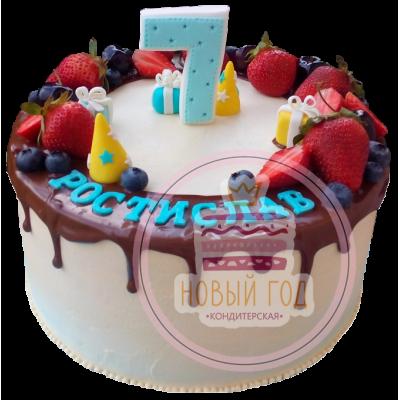 Торт на 7 лет с ягодами