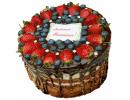 Шоколадный торт с ягодами и надписью