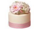 Полосатый торт с букетом роз