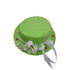 Торт в виде шляпы с лентой и цветами