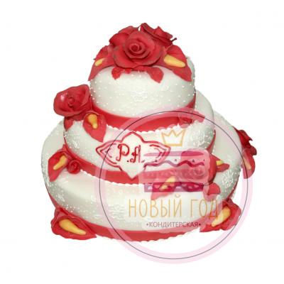 Торт с красными цветами, лентами и ининциалами