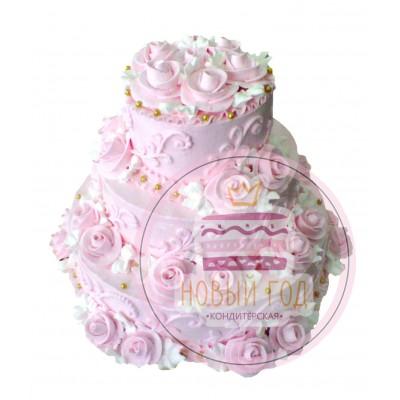Кремовый торт с розами и узорами
