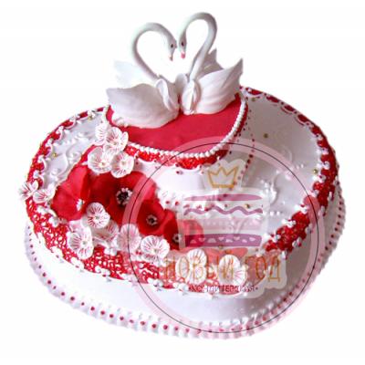Торт в форме сердца с лебедями