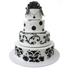 Торт с чёрным орнаментом и бантом