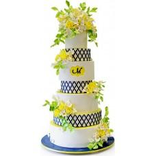 Торт с белыми и жёлтыми цветами