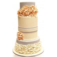 Свадебный торт с пышными бежевыми цветами