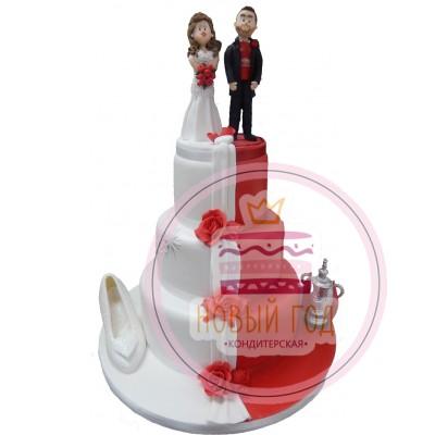 Бело-красный торт с женихом и невестой