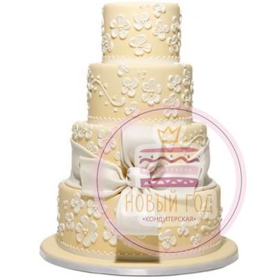 Бежевый торт с цветами и бантом