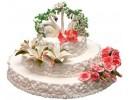 Торт с лебедями в цветочной арке
