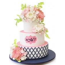 Торт с розами, орнаментом и инициалами