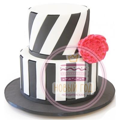Торт с чёрно-белыми полосами и розой